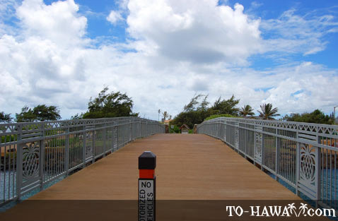Bridge leads to Waipouli Beach Park