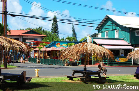 Picnic tables in Hanalei
