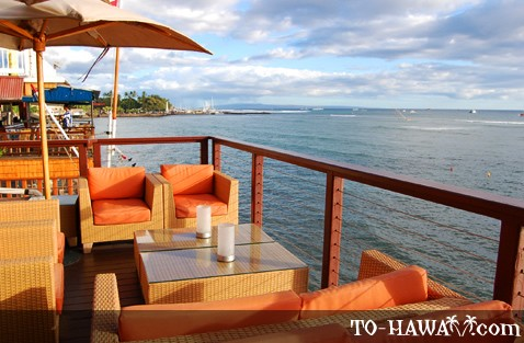 Oceanfront dining in Lahaina