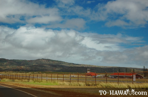 Airport seen from Maunaloa Hwy (Route 460)