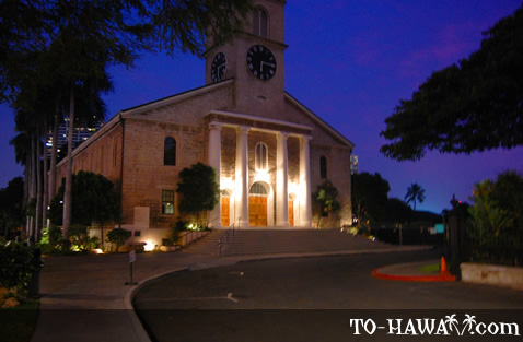 Kawaiahao Church at night