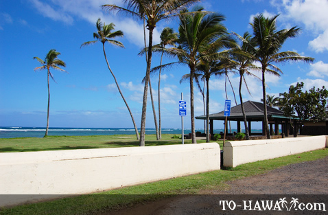 Hau'ula Beach parking area