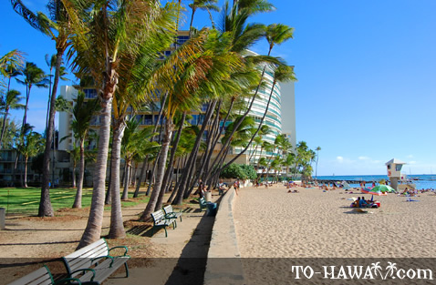 Beach at the eastern end of Waikiki