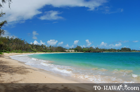 Crescent-shaped beach in Hau'ula