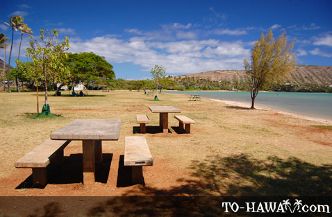 Picnic tables on Maunalua Bay Beach