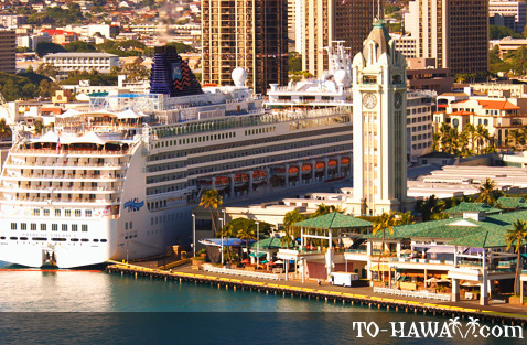 Aloha Tower and a cruise ship