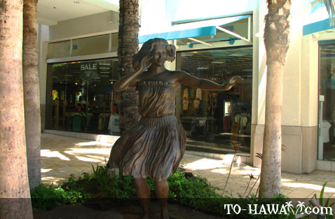 Welcoming hula statue at the entrance